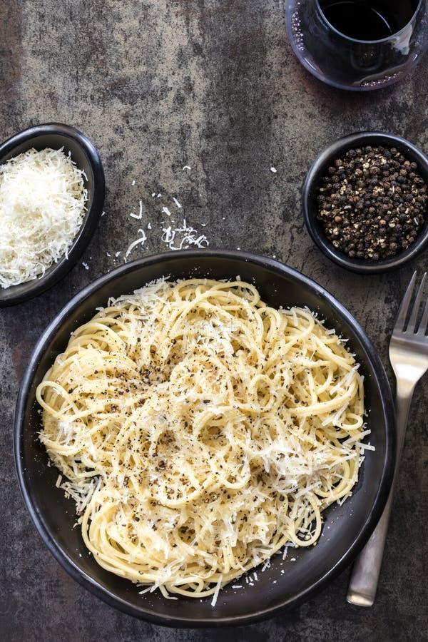 Cacio e Pepe Spaghetti Top View fotos de archivo libres de regalías