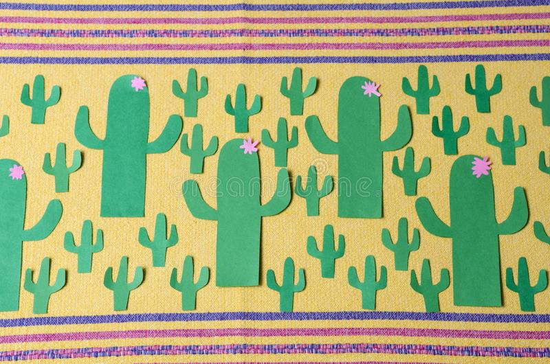Cactus del Libro Verde con las pequeñas flores rosadas fotografía de archivo