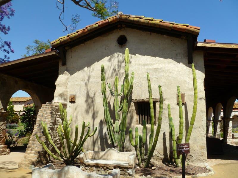 Cactus en la misión San Juan Capistrano foto de archivo