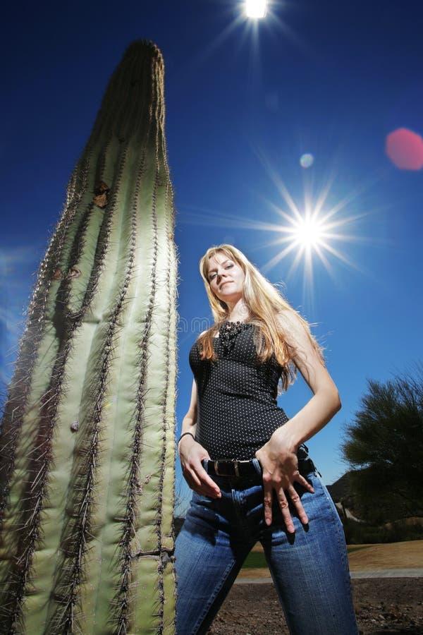Cactus sexy de fille images stock