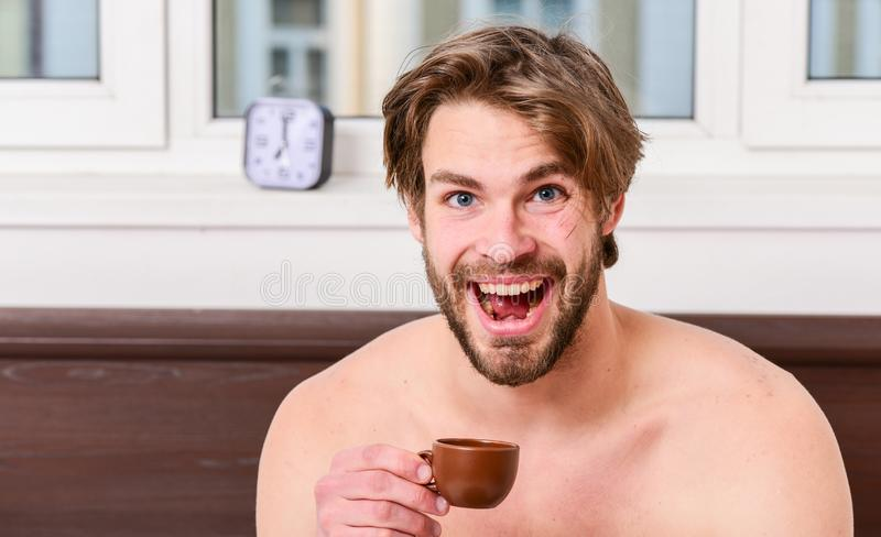 Cada manhã com seu café Xícara de café macho considerável farpada da posse do homem Tempo do melhor ter sua xícara de café guy foto de stock royalty free