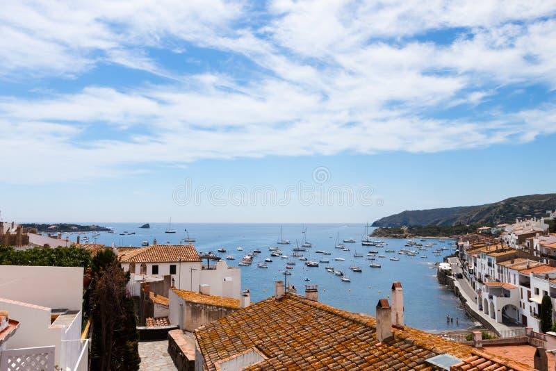 Cadaques海湾,肋前缘Brava,西班牙 免版税库存照片