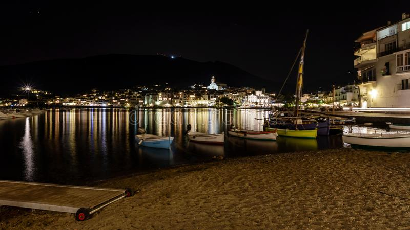 Cadaques τη νύχτα, γενναία ακτή Κόστα Μπράβα, Καταλωνία στοκ φωτογραφίες με δικαίωμα ελεύθερης χρήσης