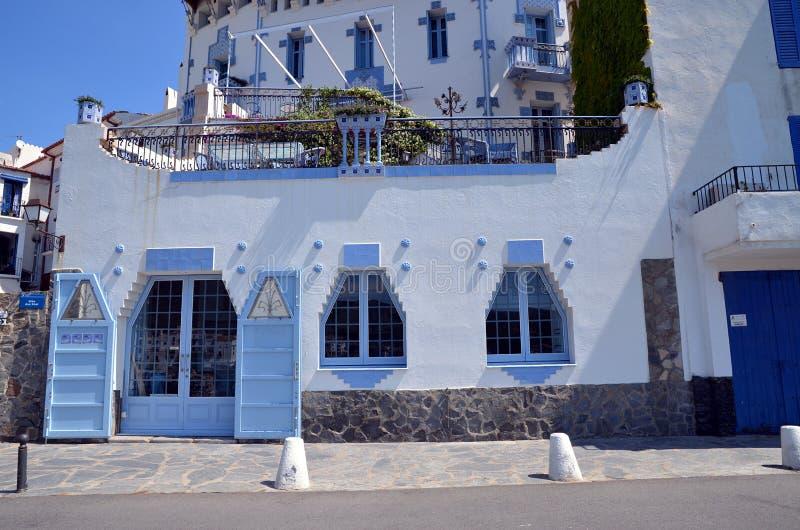 Cadaques Costa Brava, Spanien typisk byggande arkivfoto