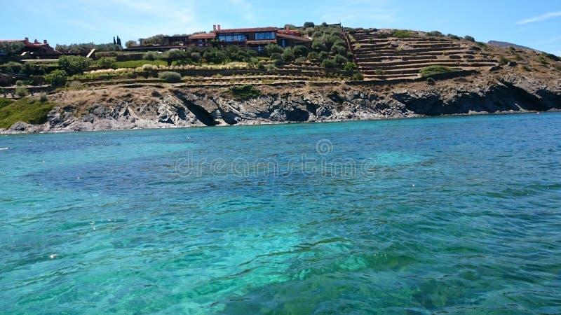 Cadaques& x27; s wybrzeże w Costa brava fotografia stock