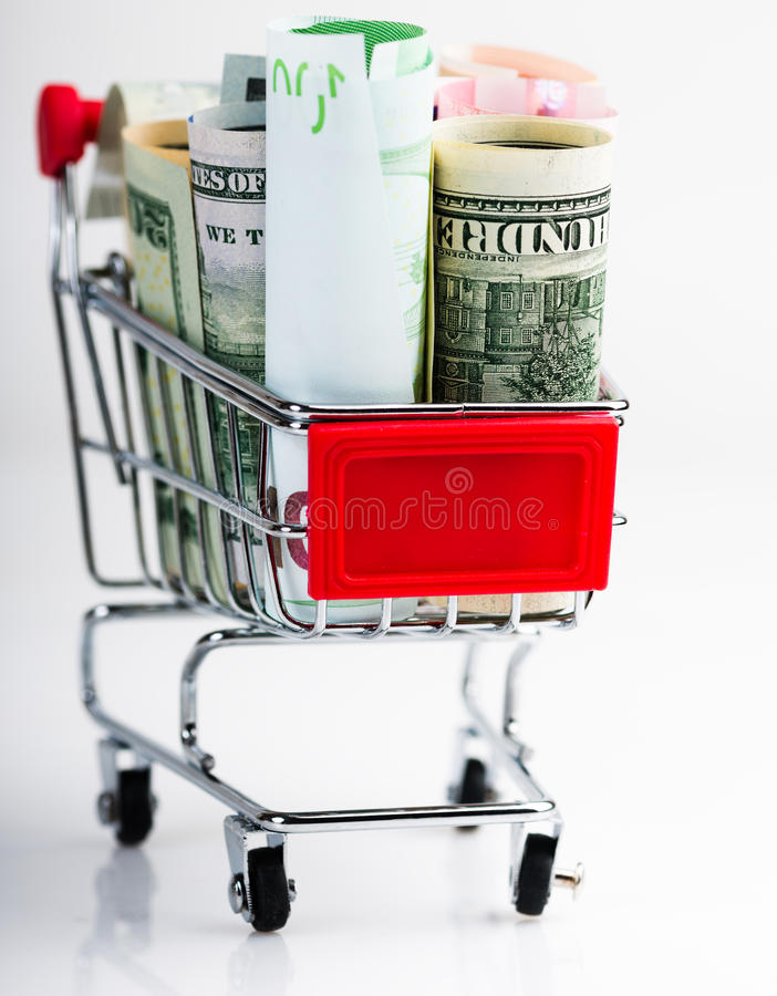 Caddie complètement d'argent (dollar, euro) photos stock