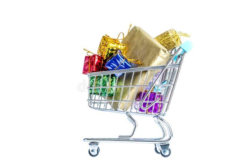 Caddies, chariot avec des boîtes de cadeaux colorés d'isolement sur le blanc images stock