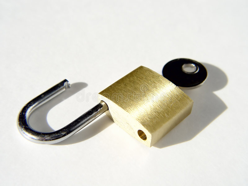 Cadeado destravado com chave fotografia de stock royalty free