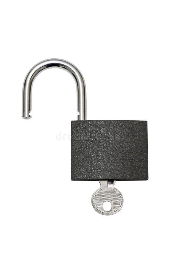 Cadeado destravado e chave no fundo branco Cadeado com chave isolado no branco imagem de stock royalty free