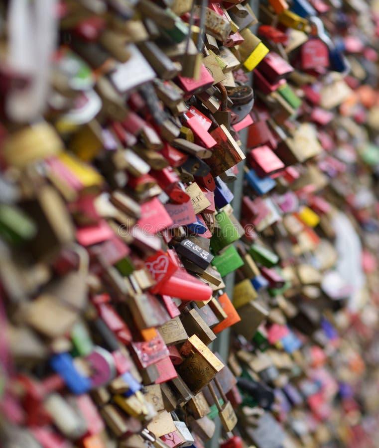 Cadeado do amor na ponte de Hohenzollern imagens de stock