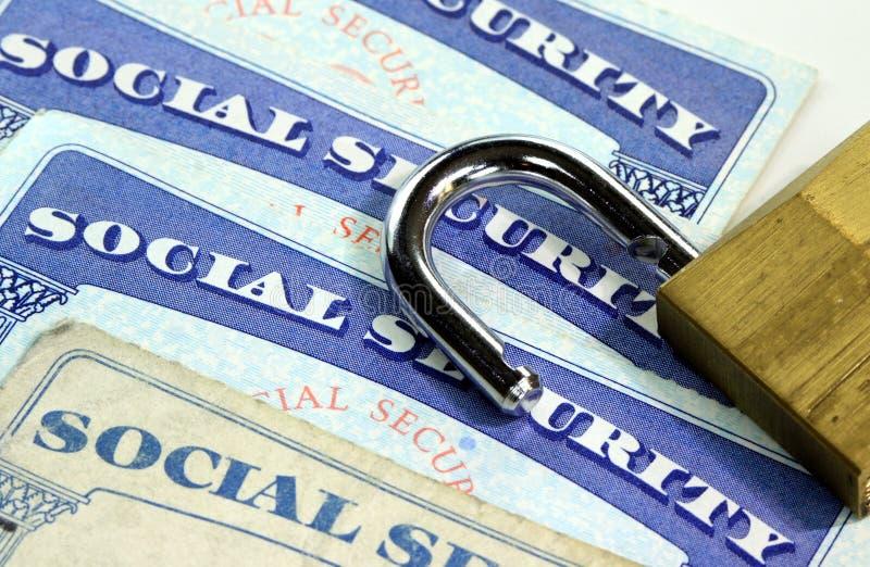 Cadeado e cartão de segurança social - conceito da proteção do roubo de identidade e da identidade fotos de stock