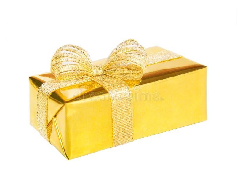 Cadeau dans la boîte de fantaisie avec l'arc d'isolement sur le fond blanc image libre de droits