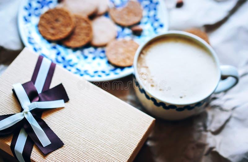 Cadeau de biscuits de caf? photographie stock libre de droits