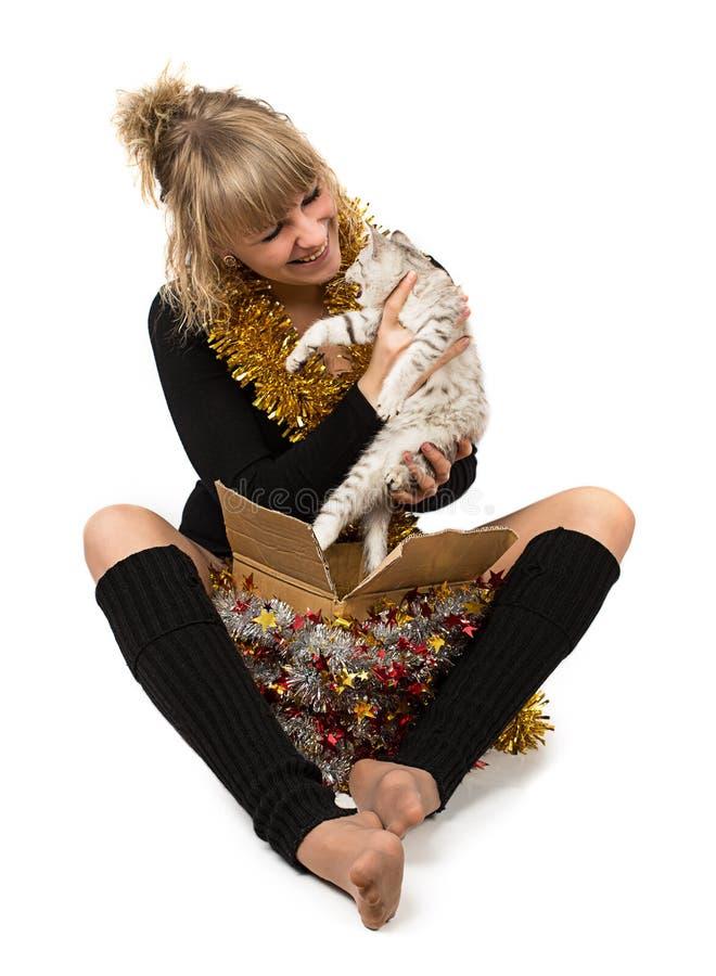 Cadeau de chat de femme image stock
