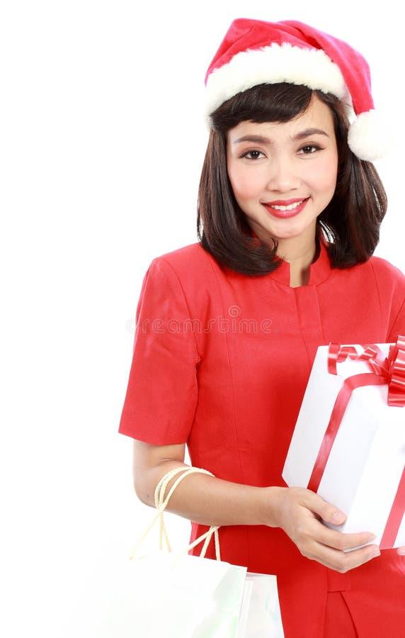 Cadeau de Noël de prise de verticale de femme d'isolement par chapeau de Santa de Noël photo libre de droits