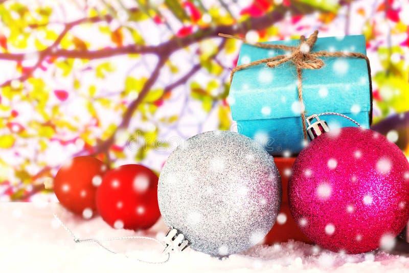 Cadeau pendant l'hiver image stock