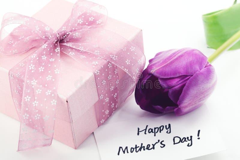 Cadeau pour le jour de mère photo libre de droits