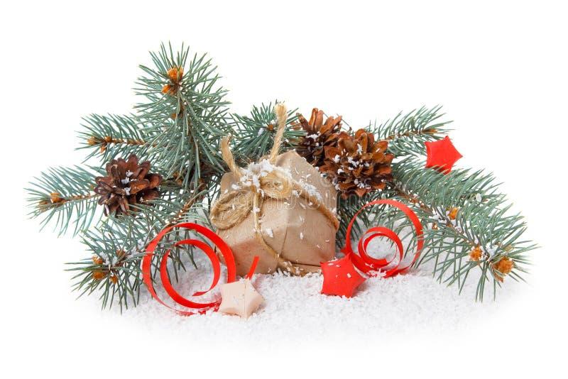 Cadeau, sapin et cônes photos stock