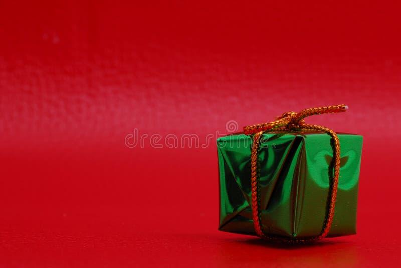 Cadeau vert de Noël image stock