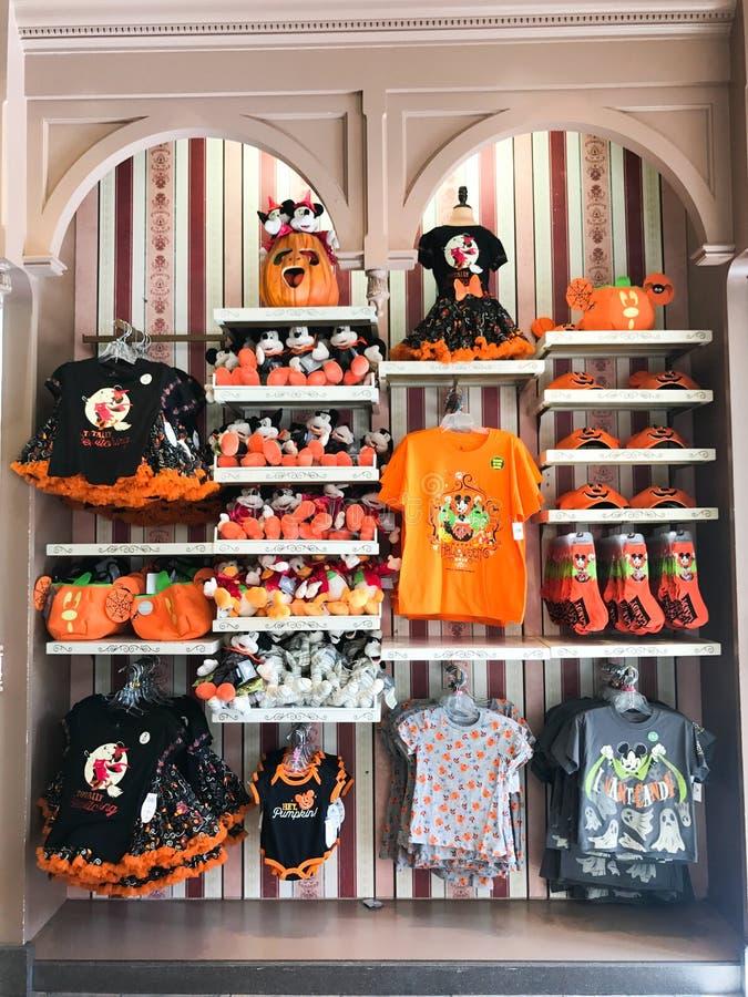 Cadeaux de Halloween au royaume magique dans Disney World images libres de droits
