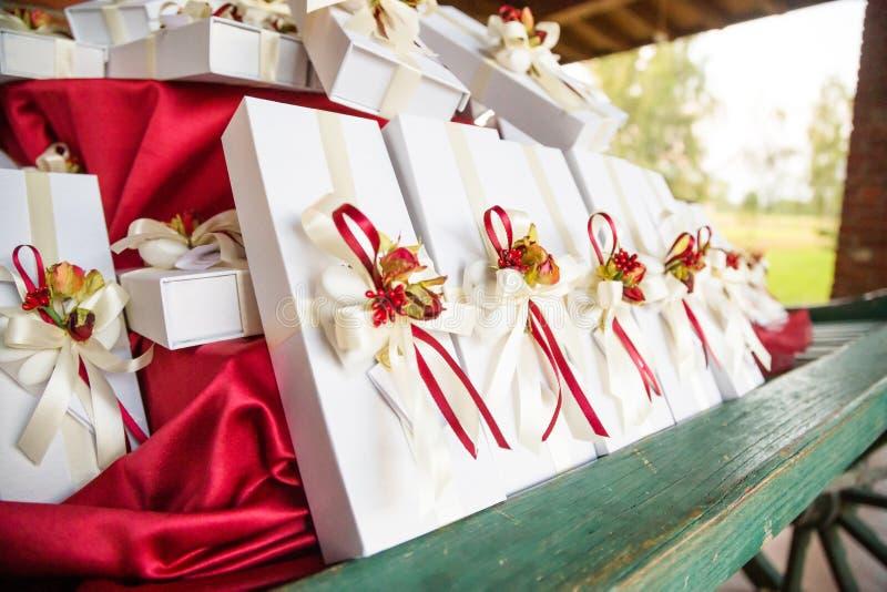 Cadeaux de mariage pour l'invité photo libre de droits