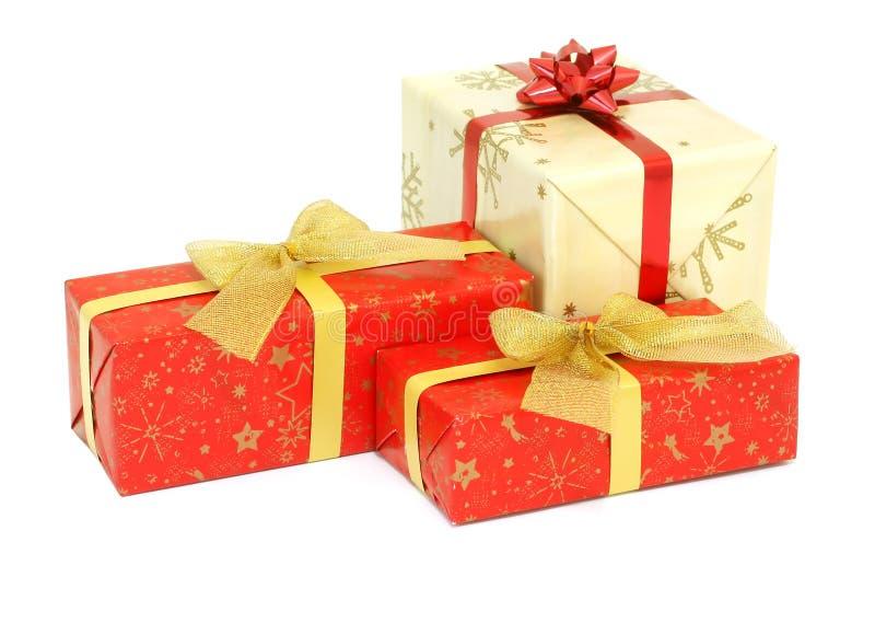 Cadeaux de Noël d'isolement sur le blanc images libres de droits