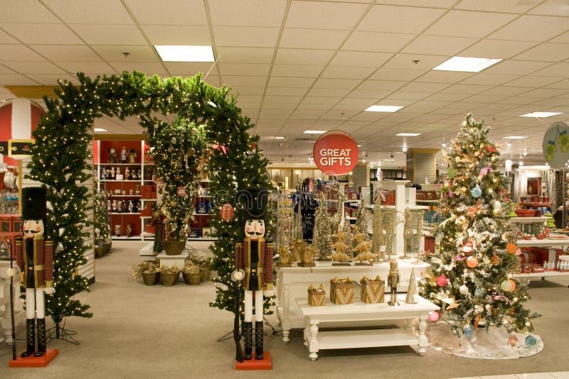 Cadeaux de Noël dans le magasin images stock