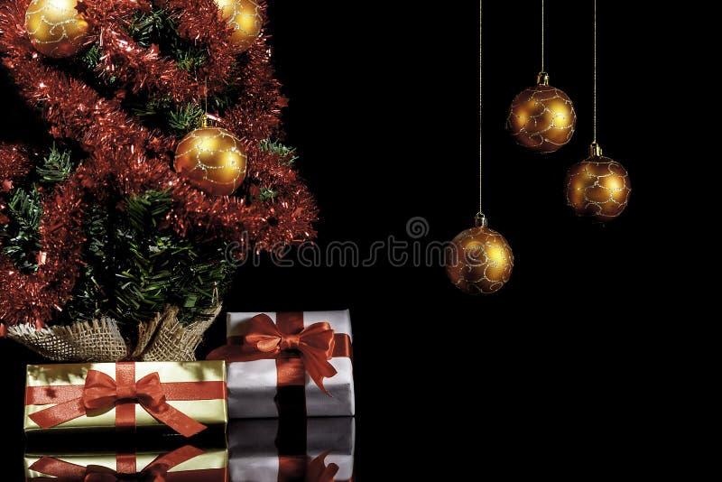 Cadeaux de Noël et arbre de Noël II images libres de droits