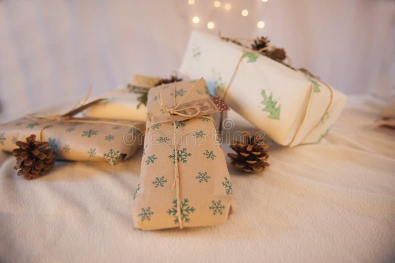 Cadeaux de Noël légers image libre de droits