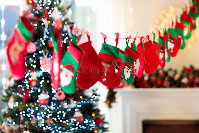 Cadeaux de Noël pour des enfants Calendrier d'arrivée images libres de droits
