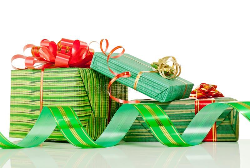 Cadeaux de Noël sur le fond blanc photographie stock libre de droits