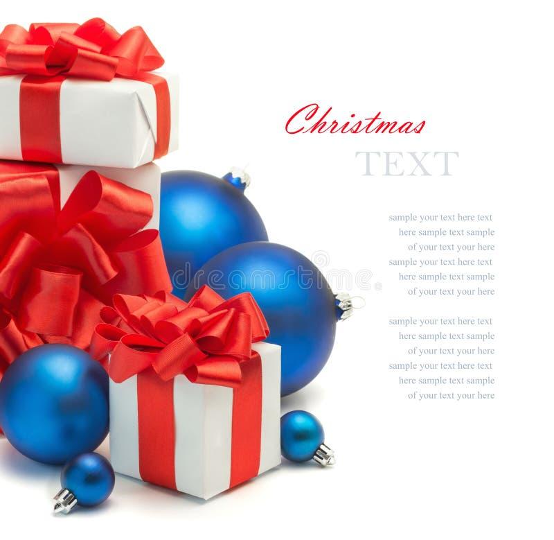 Cadeaux et décorations de Noël images stock
