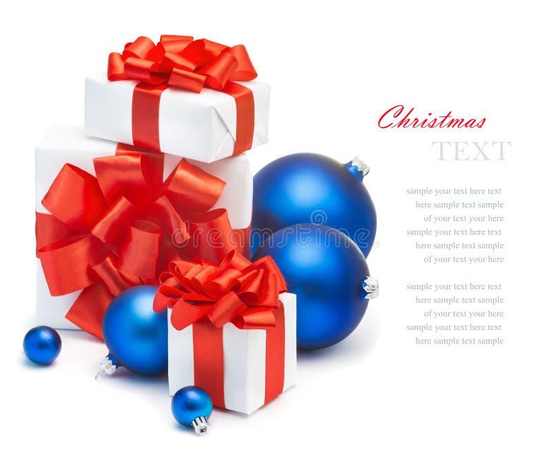 Cadeaux et décorations de Noël image libre de droits