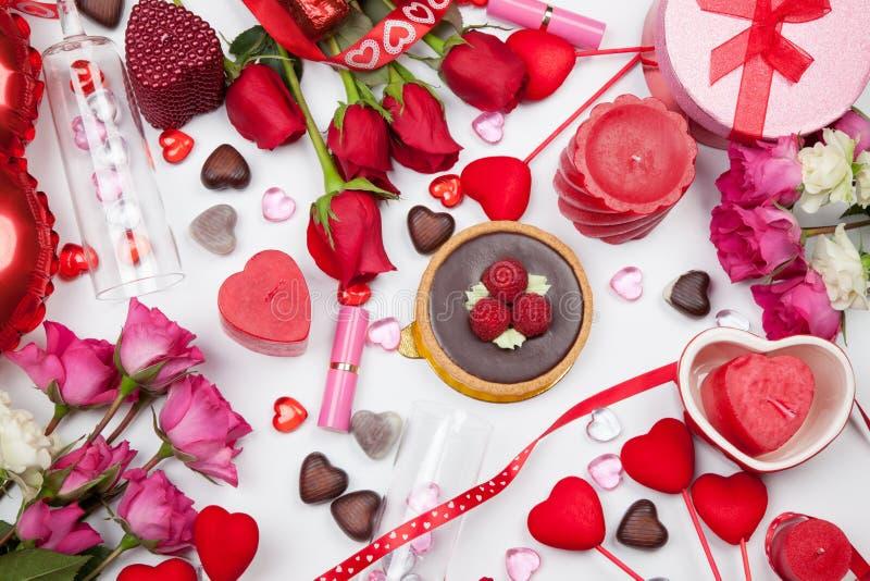Cadeaux et festins assortis de valentines photographie stock libre de droits
