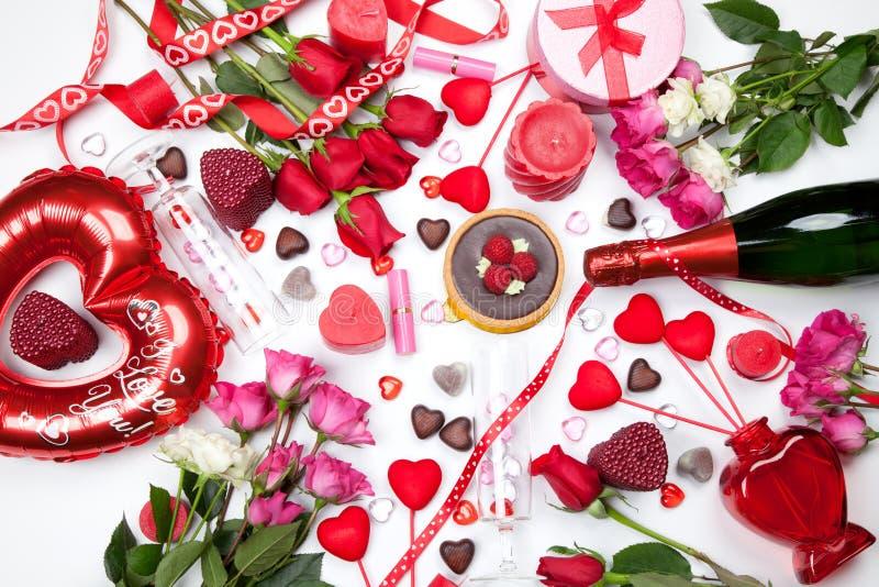 Cadeaux et festins assortis de valentines photo stock