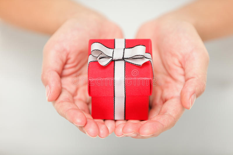 Cadeaux - plan rapproché de cadeau photographie stock libre de droits