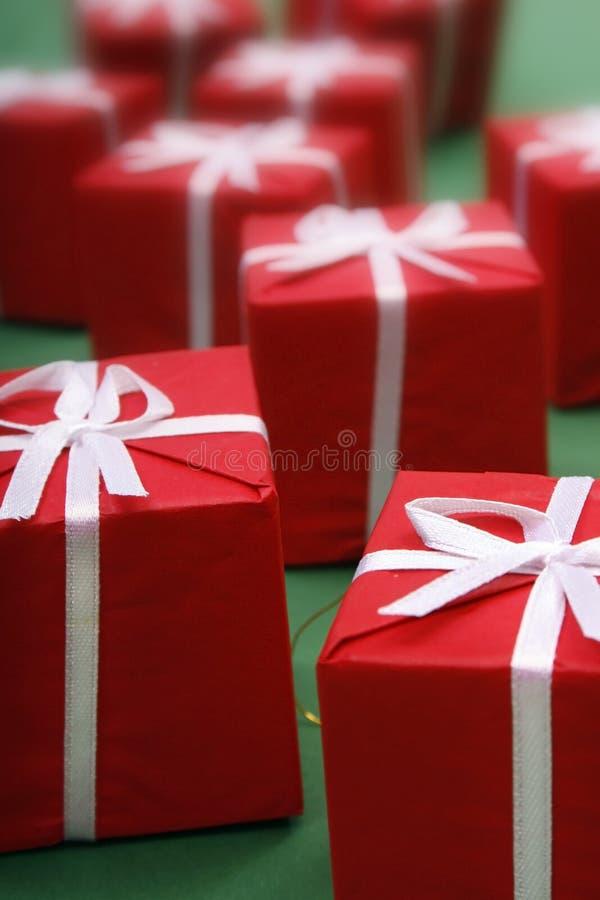 Cadeaux rouges images stock