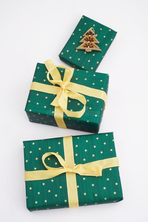 Cadeaux verts de Noël image stock