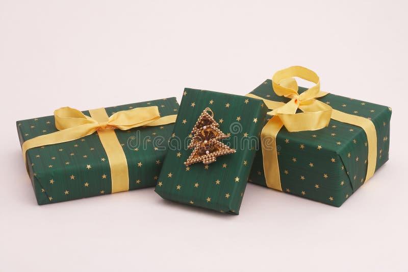 Cadeaux verts de Noël photographie stock