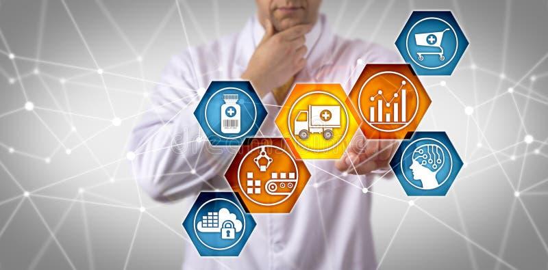 Cadeia de aprovisionamento de Managing Prescription Drug do cientista imagem de stock