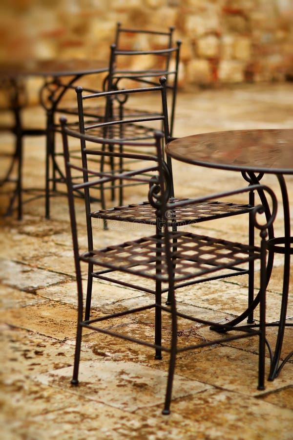 Cadeira abandonada no restaurante fotografia de stock