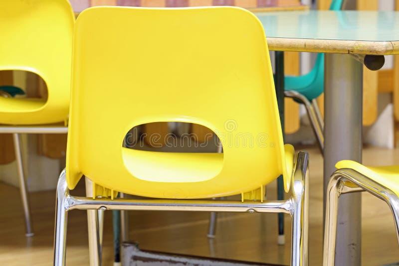 Cadeira amarela na escola imagens de stock royalty free