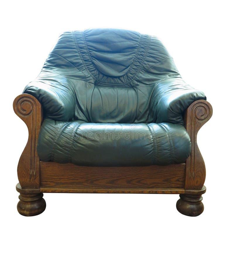 Cadeira armada verde de couro clássico de madeira antiga, isolada em fundo branco fotos de stock royalty free