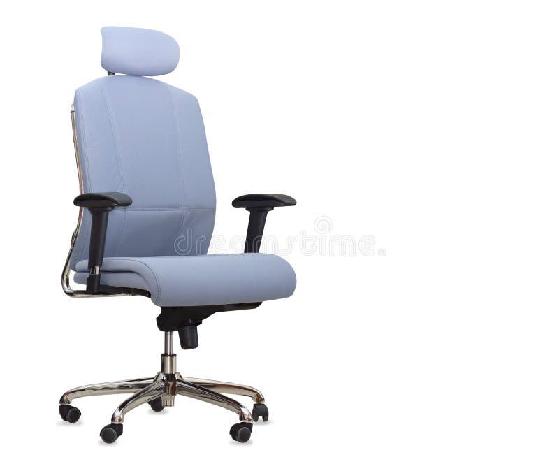 A cadeira azul do escritório de pano isolada fotos de stock