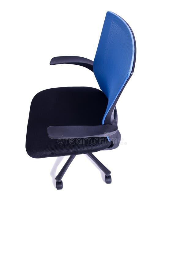 A cadeira azul do escritório isolada no fundo branco fotos de stock