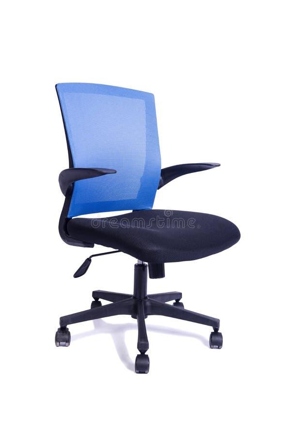 A cadeira azul do escritório isolada no fundo branco foto de stock royalty free