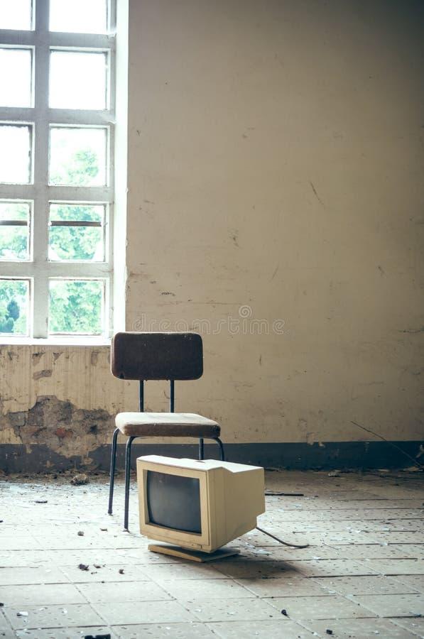 Cadeira com uma tela na fábrica fotos de stock