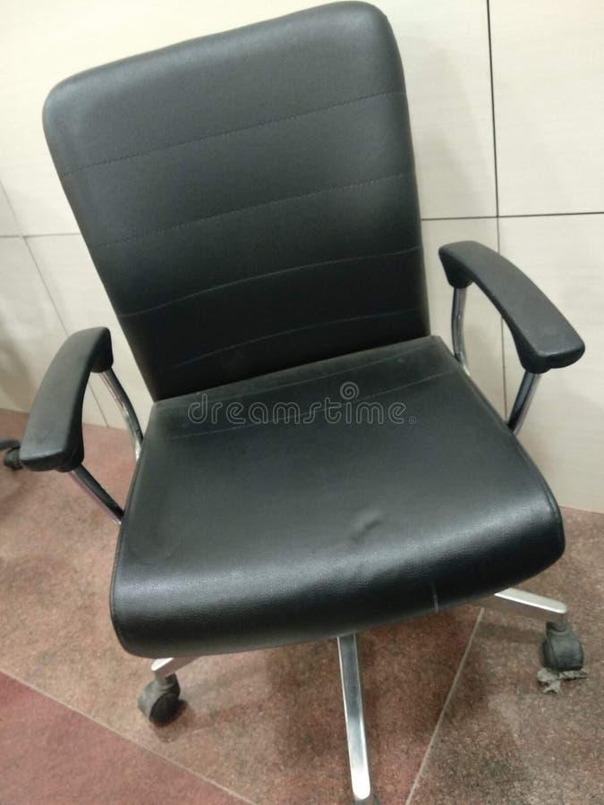 Cadeira confortável do trabalho de escritório para o trabalho calmo da mente fotos de stock