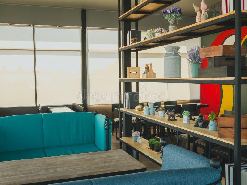 Cadeira confortável na sala interna fotos de stock royalty free