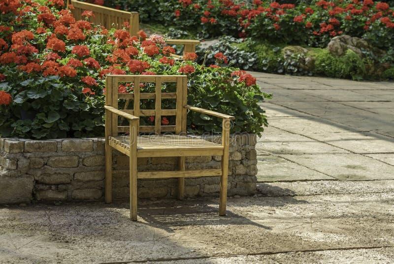 Cadeira da decoração no jardim foto de stock royalty free